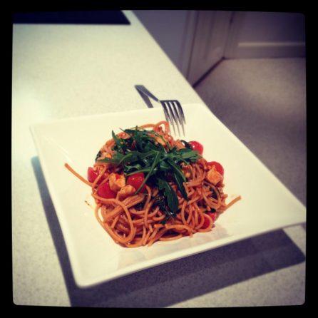 Spaghetti con pollo e rucola