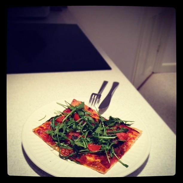 Pizza med parma og pesto